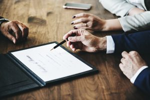パーソナルトレーナーの契約書作成は専門家に頼むべき?